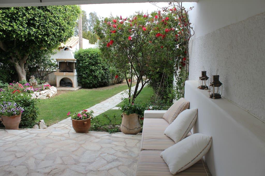 The large veranda and the garden