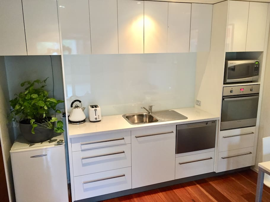 Kitchen facilities include oven, mini fridge, microwave, dishwasher and more