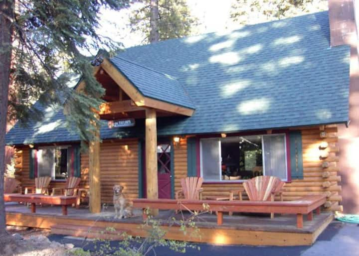 Agate Bay Log Cabin Dog-Friendly - Hot Tub - HOA Pool Access