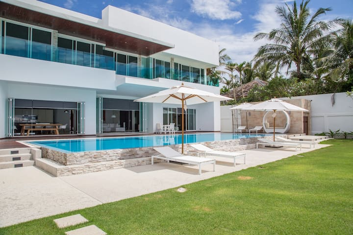 Top-Rate Luxury Beachside Villa,Phuket-Natai - Phuket - House