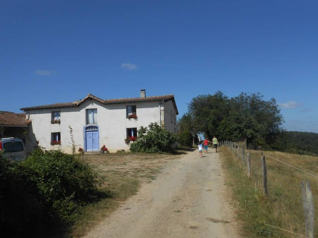 Ancienne ferme  GitesLaSerre -  Montbernard