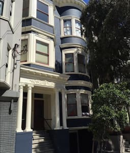 Cozy Victorian in Alamo Square Area - San Francisco