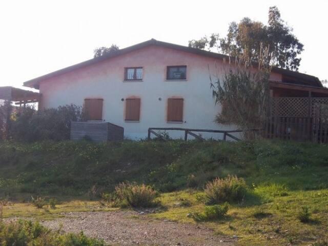 Villa con giardino a Porto Corallo - Porto Corallo - Villa