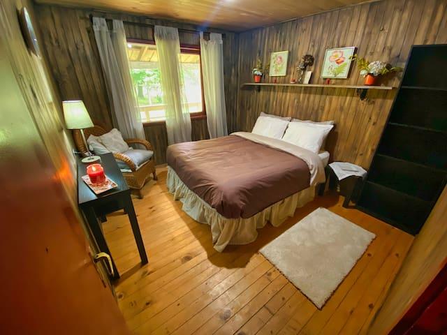 queen bed room 4