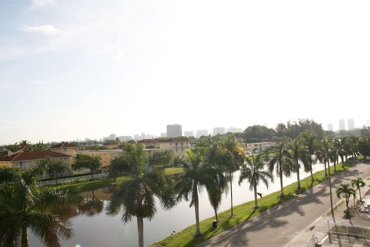 CLOSE TO BEACH - CANAL FRONT CONDO