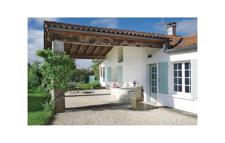 Nice home in St Fort sur Gironde with WiFi and 2 Bedrooms