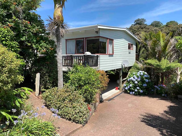Onetangi Beach Retreat