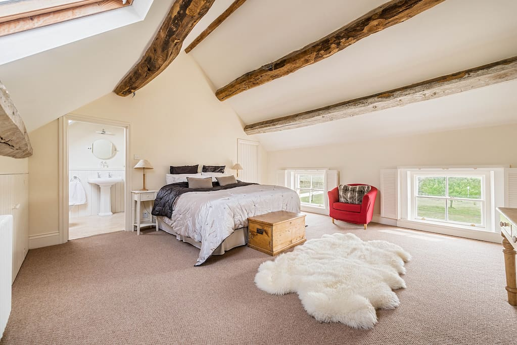 Luxury Super King Size bedroom with ensuite shower ....