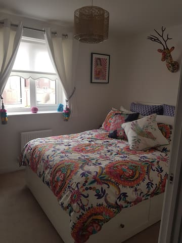 Beautiful ensuite room in new build house - Dartford - บ้าน