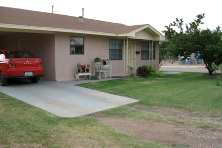 Carolyn's Cottage - Tularosa - Casa
