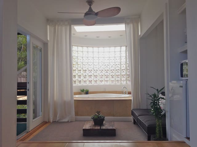 """Zen -Studio""W/Jacuzzi in Miami Beach+FREE Parking - Miami Beach"