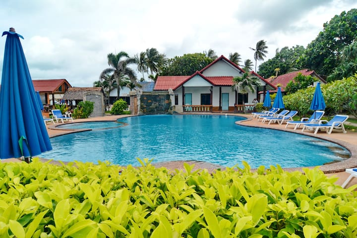 Bungalow Poolside Sea View Triple Bed with A/C