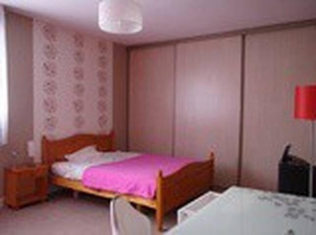 chambre ETUDIANT 1 pers à 10 mn de Reims - Les Mesneux - Bed & Breakfast
