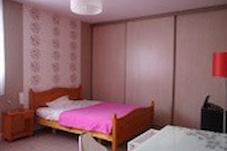 chambre ETUDIANT 1 pers à 10 mn de Reims - Bed & Breakfast