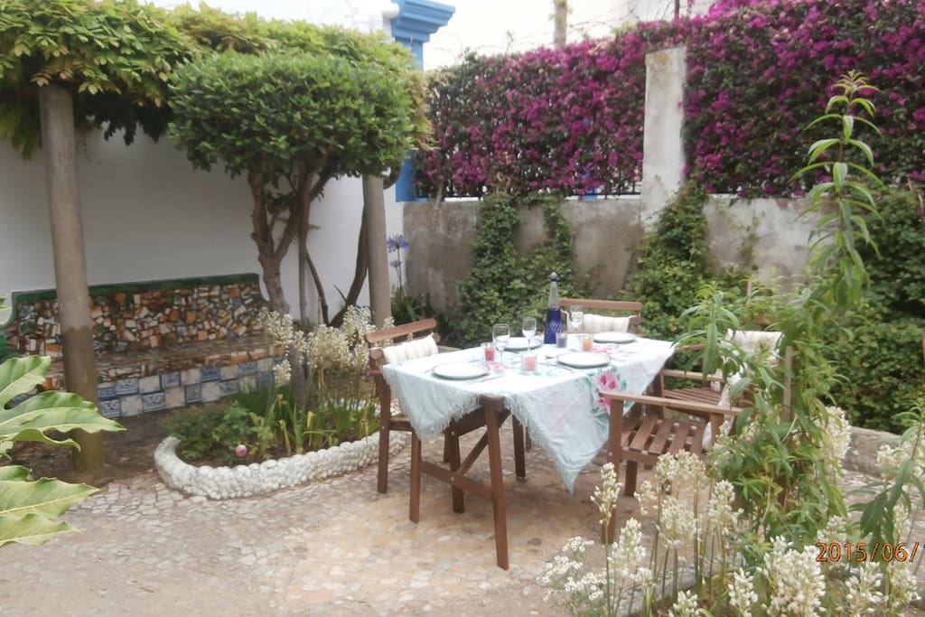 Dining area outside in the garden