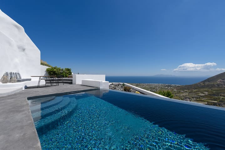 Delilah Villa with private pool and sea view