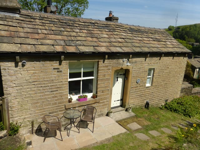 Dairy Cottage, Delph, Saddleworth. - Delph, Saddleworth