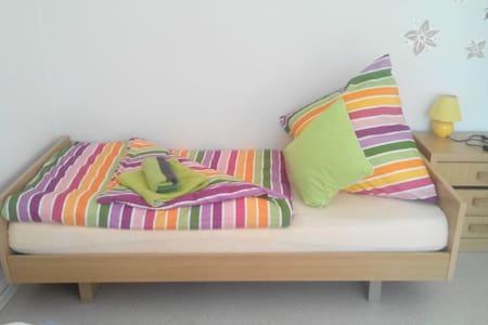 Schönes Zimmer 20€ pro Person pro N - Burghaun