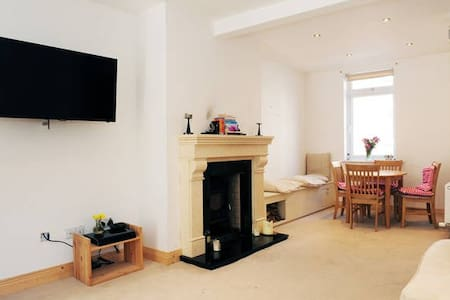 Walking distance to City,Airbnb,Ggl etc - Ringsend - Ház