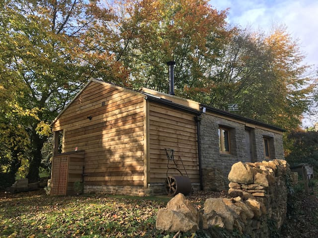 The POTTING SHED - Cosy Country Hideaway