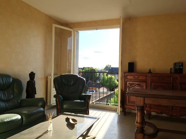 Grand 2 pièces / Balcon et Parking - Châteauroux - Appartement