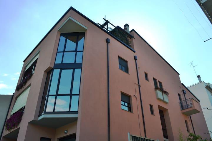 Bellissimo attico con terrazzo e vista panoramica - Pratola Peligna - Lägenhet