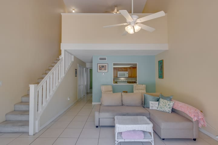 """Sandy Feet"" - Airy Home near Beach and Port!"