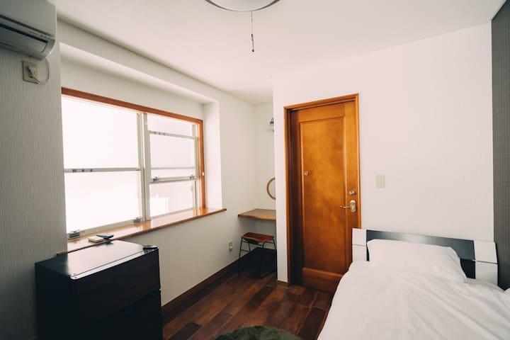 【NEW】渋谷駅から徒歩10分★無料Wi-Fi付★#102個室シングルルーム★