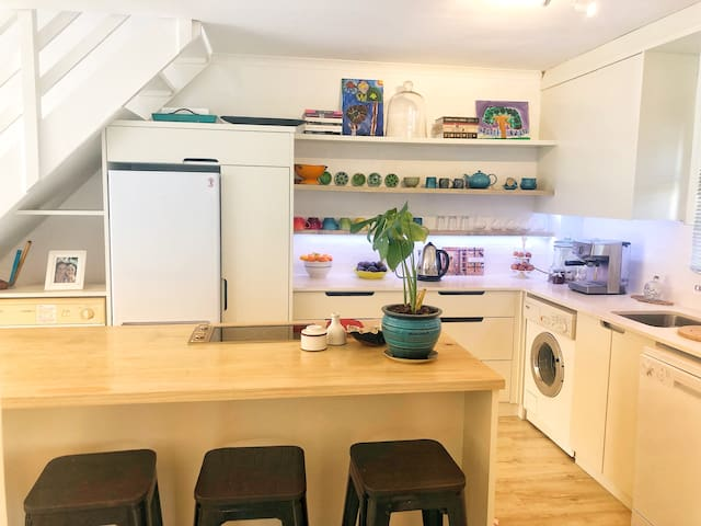 Family friendly apartment in central Hout Bay
