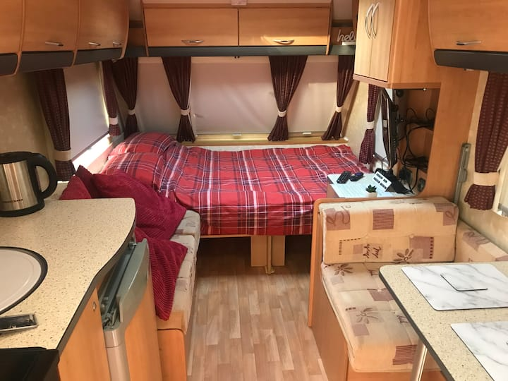 Kerry's B & B. Cosy private caravan.