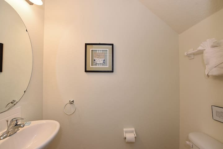 Bathroom 5 1200.jpg