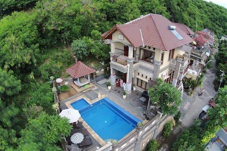 Beautiful villa near Kusamba ferry - Aamiaismajoitus