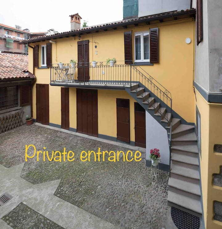 Apt DomusBergamo _ private entrance