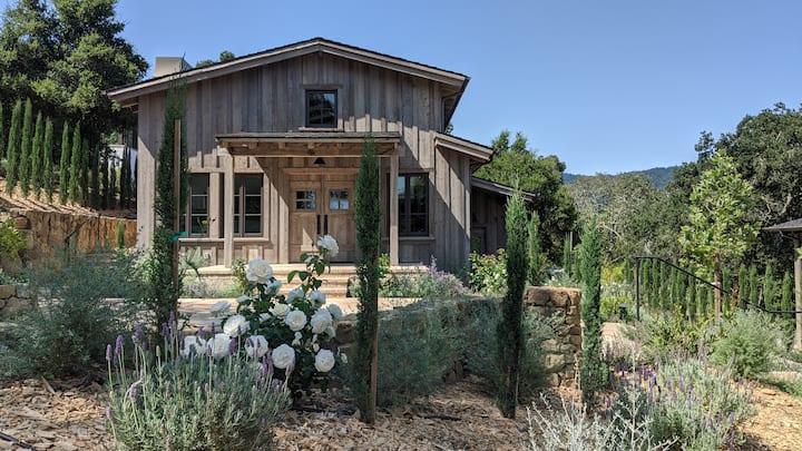 Exquisite luxury executive 3-suite cottage