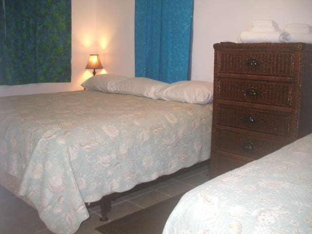 Trade Winds B&B in Esperanza, Room 11 sleeps 4