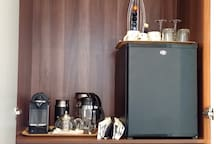 Breakfast provided in your room: cereal, coffee (nespresso or cafetiere), teas, milk, fruit. Silent fridge for you to store anything extra.