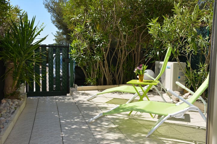 Belle terrasse ensoleillée toute la journée