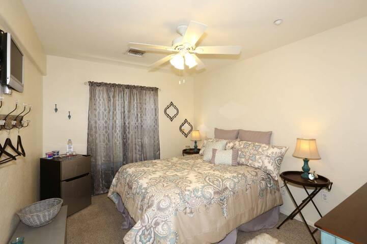 Coronado House Room No. 4 - Prime Central Phoenix!