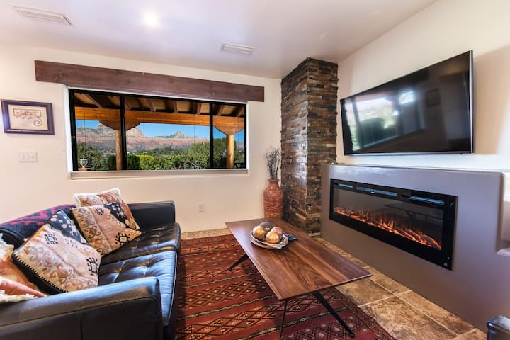 Exceptional Red Rock Views, Pvt Open Suite #4