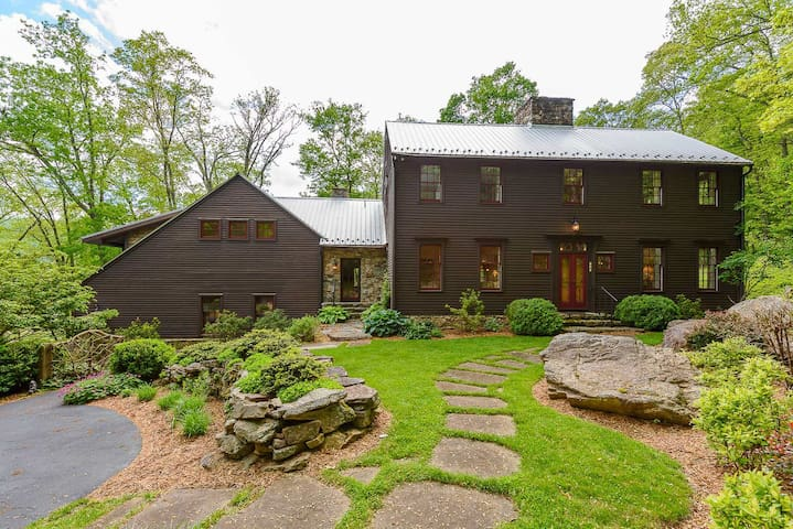 6BR Mtn Estate on 6 Acres, Views, Hot Tub, Creek, Fitness Facility, Game Tables!