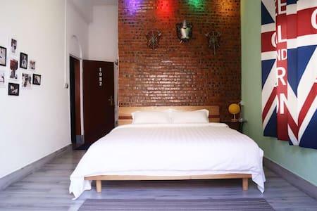 汉溪长隆景区市桥地铁站.1.8米大床套房(复古风格)·独院、独房、独卫、大书吧 - Guangzhou - Hostel