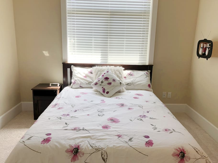 Queen bed room with luxury silk duvet