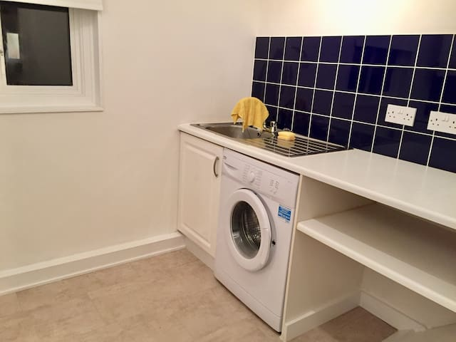 Spacious and bright entire 1 Bedroom Flat