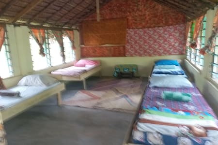 6 bed dormitory @ Tautu garden lodge.