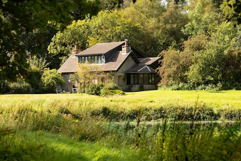 Luxury lakeside cottage near Hawick