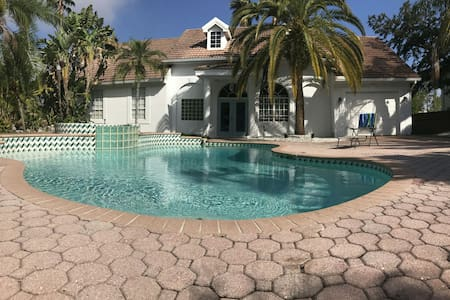 Cozy 2BR Guesthouse in Gated Estate - Clearwater - Casa