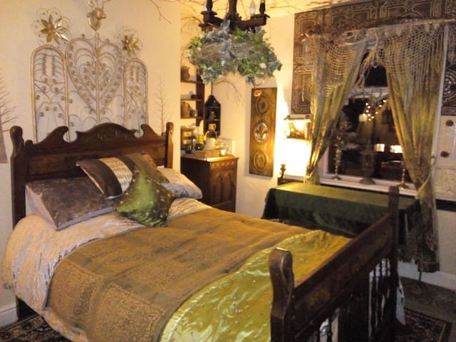 Caspians boutique guesthouse luxury fairytale room