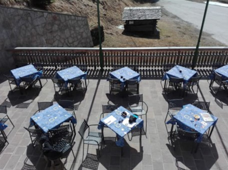 terrazza prendisole con ristorante