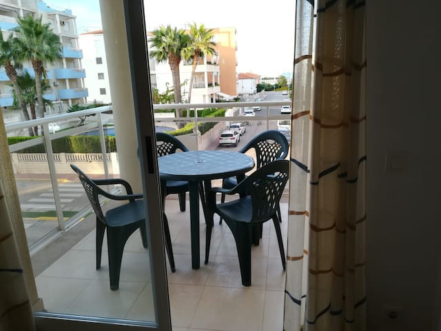 Pais Valencia - Quiet Seaside Apartment with Pool