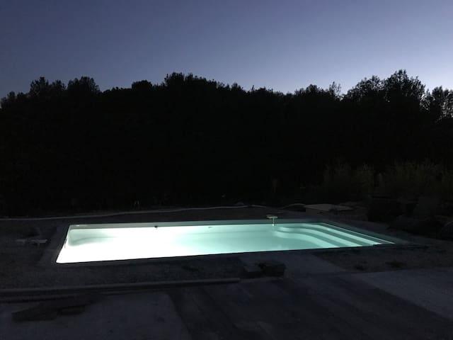 Maison moderne avec piscine maisons louer ollioules for Piscine ollioules